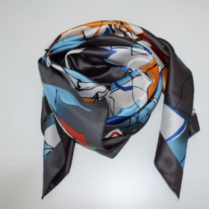 Foulard floreale in poliestere.